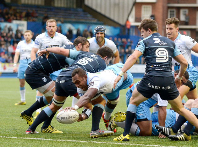 Leone Nakarawa scores his sides first try