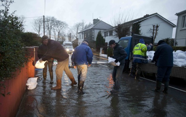 9/12/2015. Flooding Athlone. A team arrives with s