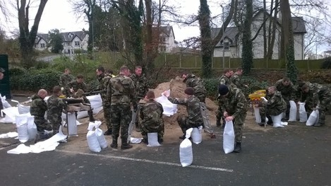 storm desmond members of the defence forces help o