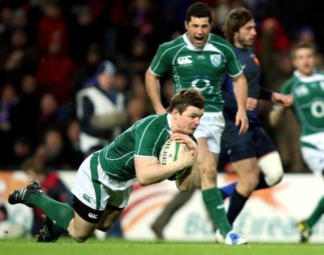 Brian O'Driscoll scores a try