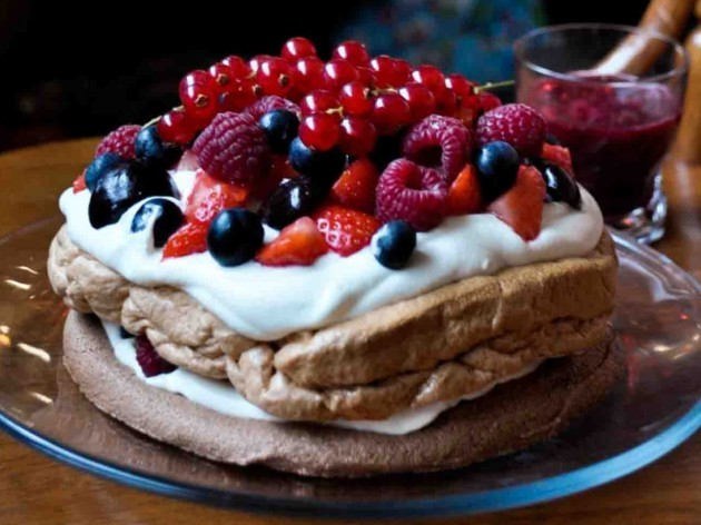 australia-many-australians-opt-for-a-light-pavlova--or-berry-dessert--after-dinner-instead-of-a-heavy-christmas-pudding-or-cake-pavlova-is-similar-to-a-large-meringue-that-has-been-topped-with-fresh-cream-and-be