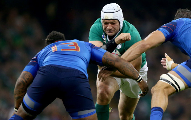 Mathieu Bastareaud and Yoann Maestri tackle Rory Best