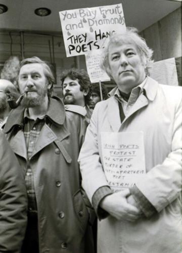 SEAMUS HEANEY DUNNES STORES STRIKES ANTI APARTHEID MOVEMENT IN IRELAND RACIAL ISSUES SMOKING A PIPE