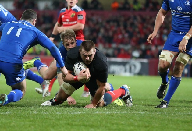 CJ Stander scores a try after losing his jersey