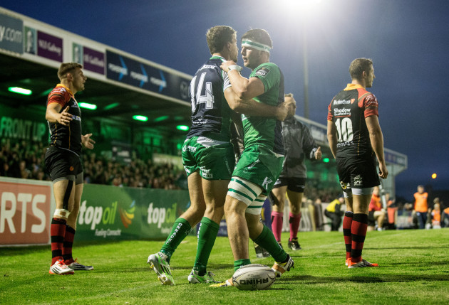 Danie Poolman celebrates with Eoghan Masterson after he scored his side's second try