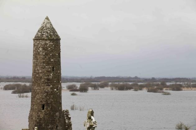 14/12/2015. Floods Shannonbridge. The swollen Shan