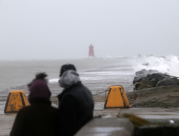 28/12/2015. Stormy Weather. Pictured people watch