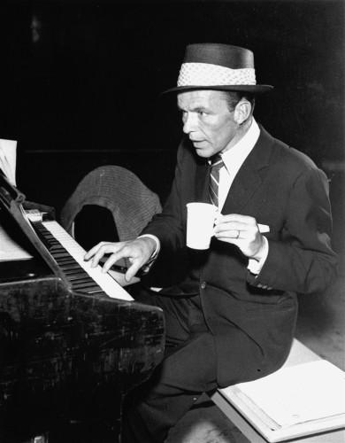 SINATRA PLAYS PIANO