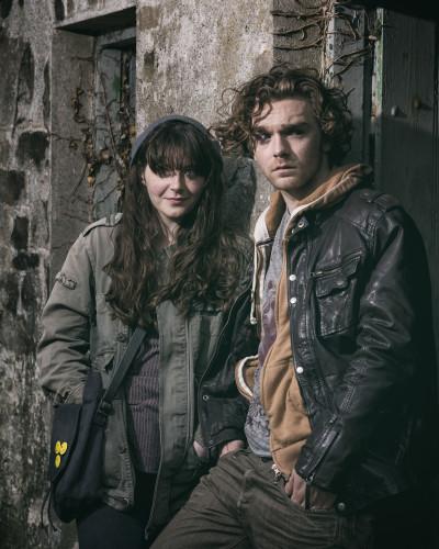 Róisín Ní Chéileachair as MONA and FIONN FOLEY as SULLY