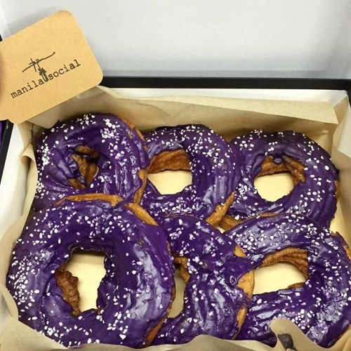 @manilasocialclub is taking UBE DONUT ORDERS for this Friday, Nov 20th! We take Pre-orders ONLY, make donuts fresh Friday morning, pack them up, and have them ready for you to pick up every Friday! Please go to www.ManilaSocialClub.com and click the Donut Order Form link to order! Thanks, @richthebarber at @filthyrichbarbershop for taking this awesome pic! #manilasocialclub#brooklyn#williamsburg#donuts#fresh#homemade#ube#dessert#sugar#mornings#coffee#doughnut#feastagram#buzzfeast#newforkcity#eater#timeoutnewyork#sweets#doughnuts#ubedonuts#filipinofood#pinoyfood#filipinos#nyc#pinoy