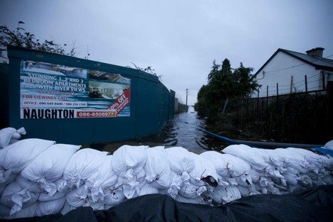 4/1/2016. Storm Frank Athlone. A for sale sign out
