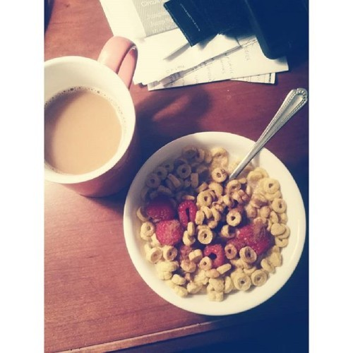 Rest day at it's best! (especially when I got maybe 5 hours of sleep) #kashihearttoheart #cereal #allthecoffee #monday