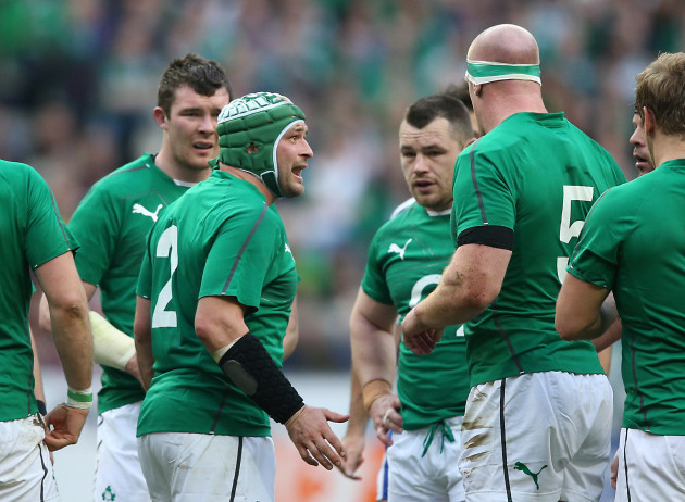 Rory Best talks to Cian Healy and Paul OÕConnell
