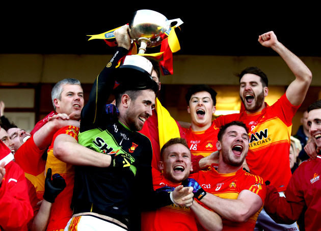 Rory Byrne lifts the trophy