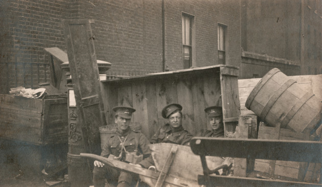 02_PressImage l Easter Rising l Holles Street barricade, 5th Leicesters, 1916