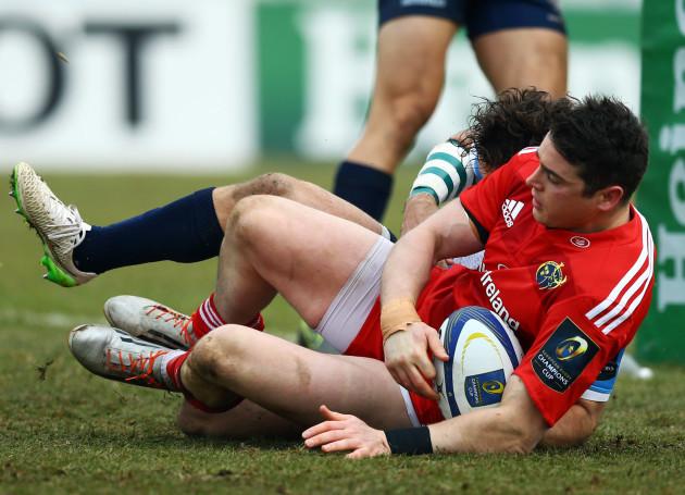 Ronan O' Mahony scores a try