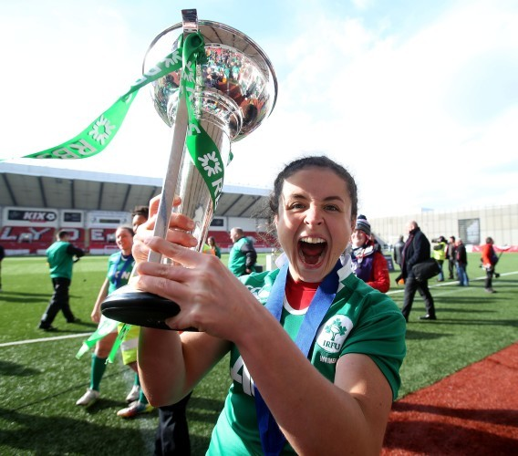 Larissa Muldoon kisses the cup