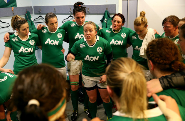 Niamh Briggs talks to her team before the game
