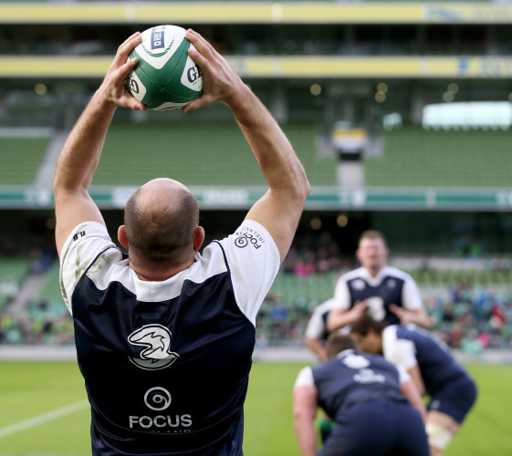Rory Best throws into a line-out