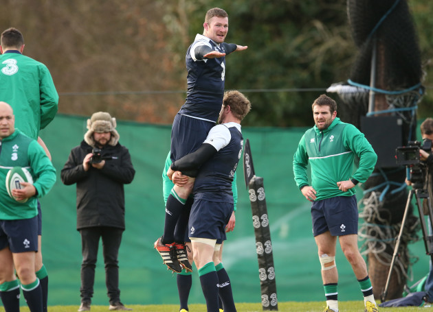 Donnacha Ryan lifted by Jamie Heaslip