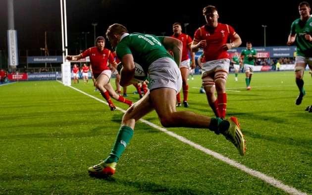 Shane Daly runs in for his side's final try