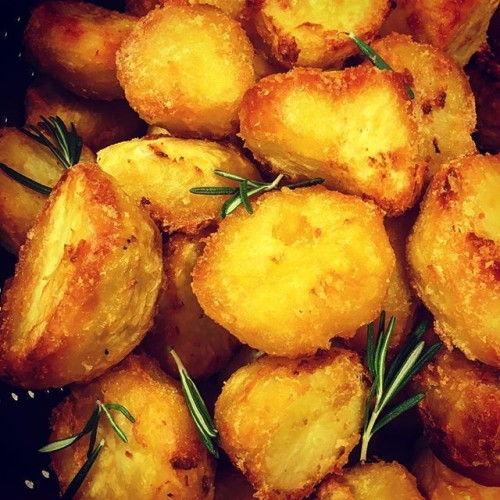 My Hungarian veg chef has got some British roots that he doesn't know about...serious roastie game. #sundayroast #roastpotatoes