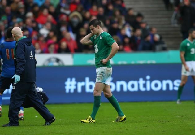 Jonathan Sexton goes off injured