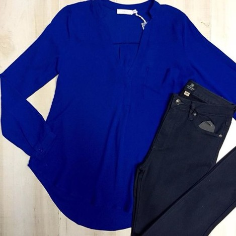 A simple blouse is a must-have for this Winter! Add a fur vest & you will be set!! This gorgeous blue top can be styled so many different ways to create flawless looks. (top $48, jeans $68) Shop the link in our bio! #dressanddwell #newalbanyboutique #fallfashion #blueblouse #looksforless