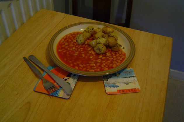 Fried potatoes, with baked beans.