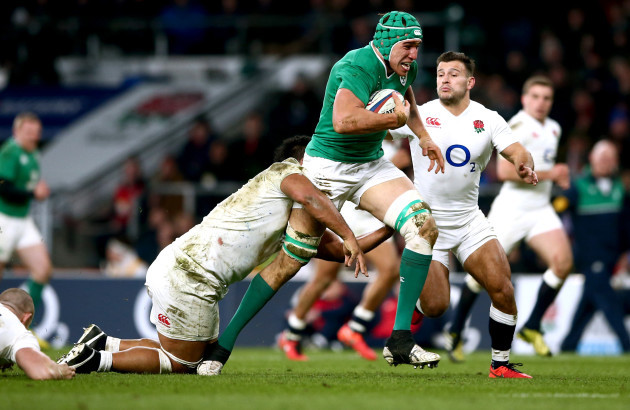 Ultan Dillane tackled by Billy Vunipola