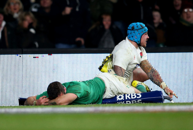 Robbie Henshaw after been is stopped from scoring by Jack Nowell