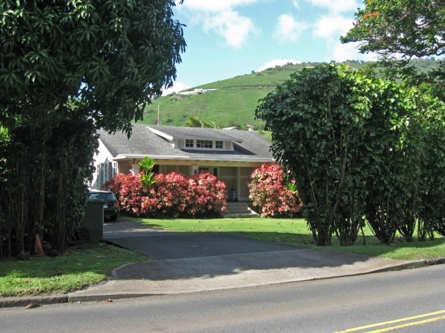 but-before-becoming-the-leader-of-the-free-world-obama-grew-up-in-this-modest-bungalow-on-university-avenue-in-honolulu-hawaii