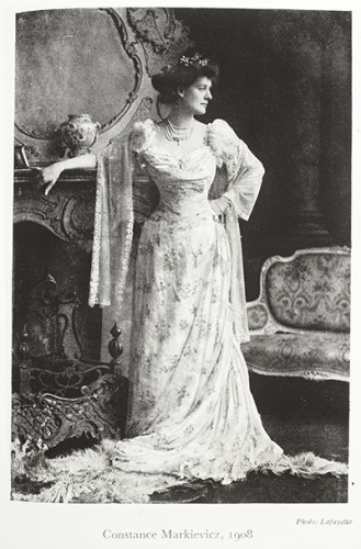 Countess,Markievicz,in,ballgown,vtls000643611_001