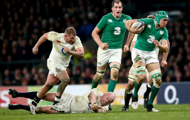 Ultan Dillane tackled by Dylan Hartley and Dan Cole