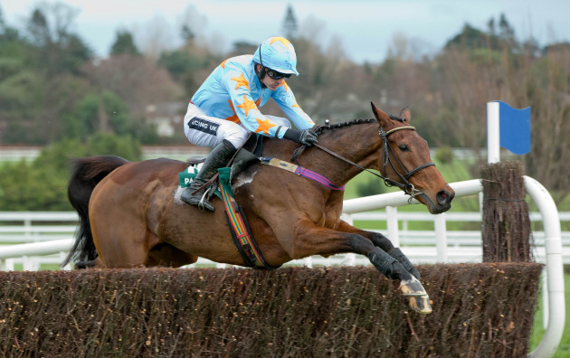 Ruby Walsh clears a fence on Un de Sceaux
