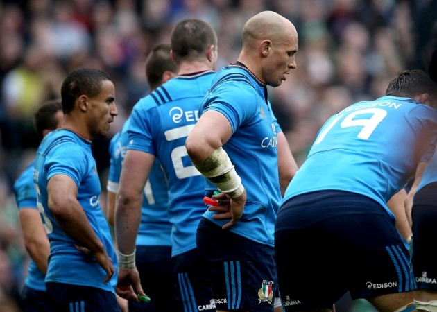 Sergio Parisse dejected after conceeding another try