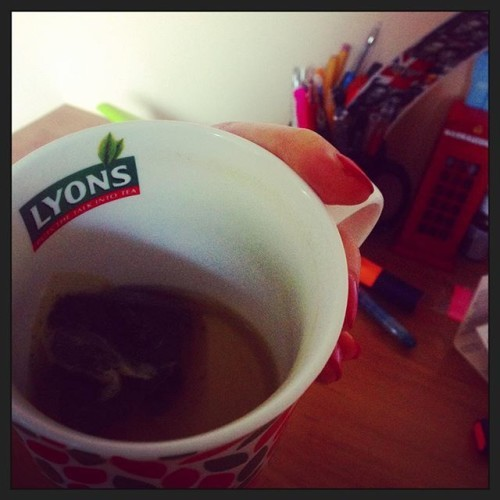 Im not sure if a cup by Lyons Tea is meant for this much green tea .... By the way I AM Irish I just don't like tea