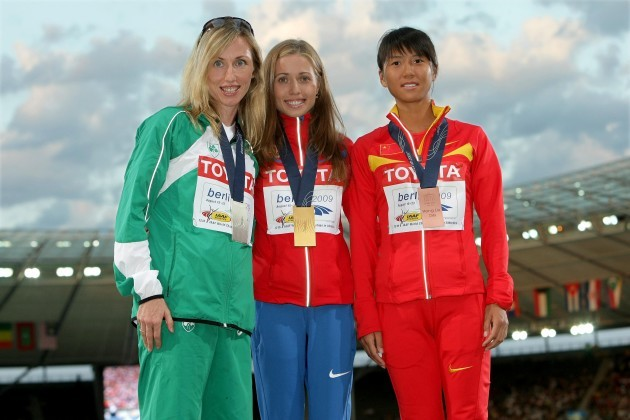 Olive Loughnane poses with her silver medal  for the Women's 20K Race Walk alongside first placed Olga Kaniskina and third placed Hong Liu