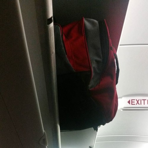 I'm trying to mind my business. #carryons #overheadbins #planes #flights #why