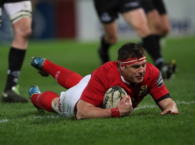 Munster's CJ Stander scores a try
