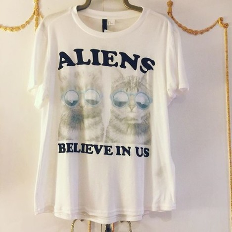 New top #new #top #newtop #h&m #divided #aliens #aliensbelieveinus #cats #cute #lol #loveit @mariashirlin