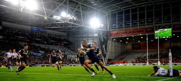 Patrick Osborne runs in a try