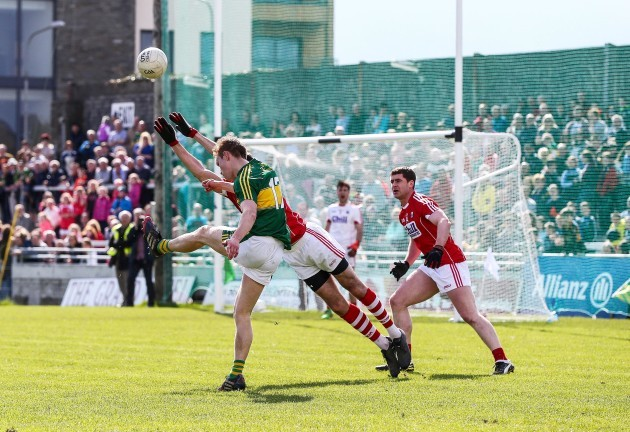 Fionn Fitzgerald scores a point