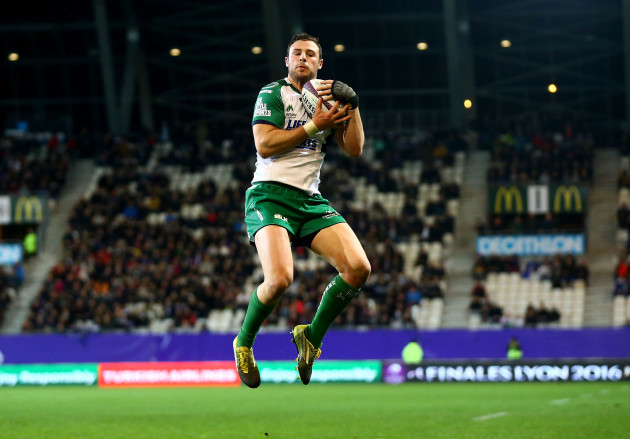 Robbie Henshaw gathers the ball to score his sides second try