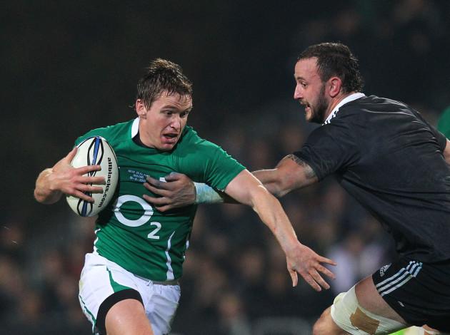 Eoin Reddan tries to go around Hayden Triggs