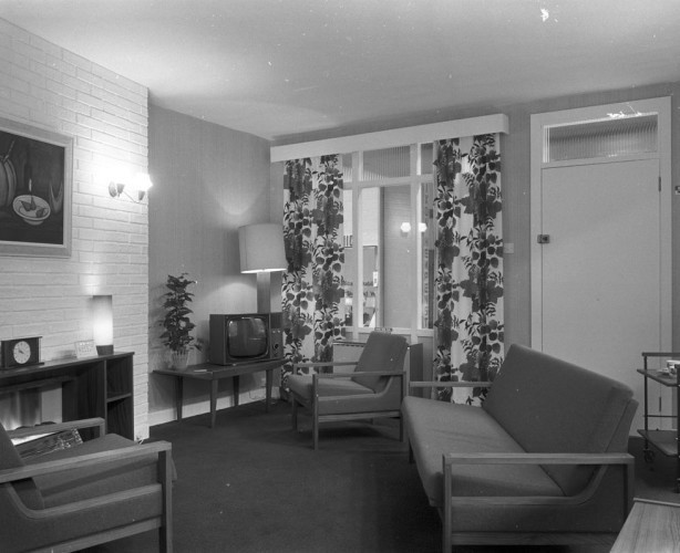 rds_home-exhibit_sitting-room_1960s-e1461143119686