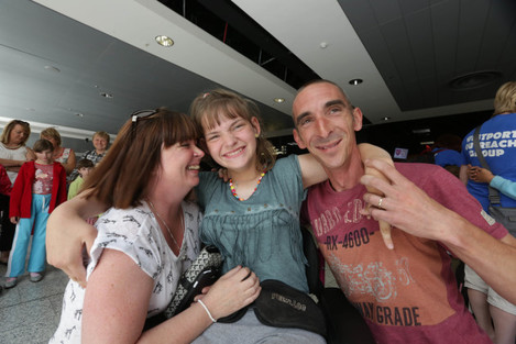 Sharon & Danny Lynch welcome Nastia at Shannon Airport Credit Brian ArthurPress 22