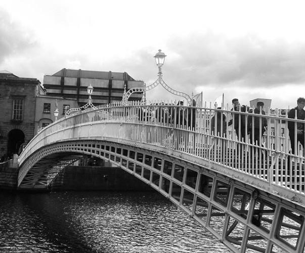 The Ha'penny Bridge over the Liffy River, Dublin #dublincity #dublin #BlackAndWhite #bw #monoart #Monochrome #photography #bridge ✌
