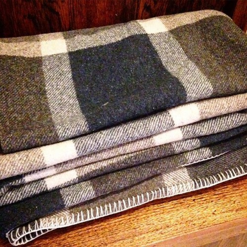 Vintage wool blanket. Love this colour. 175cmx220cm. Available from my etsy shop. Link in bio. #woolblanket #vintage #vintageblanket #checks #woollenblanket