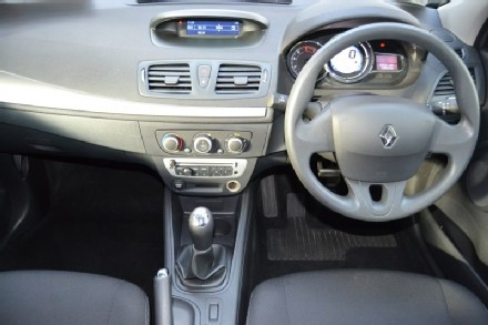 RenaultFluence-int2